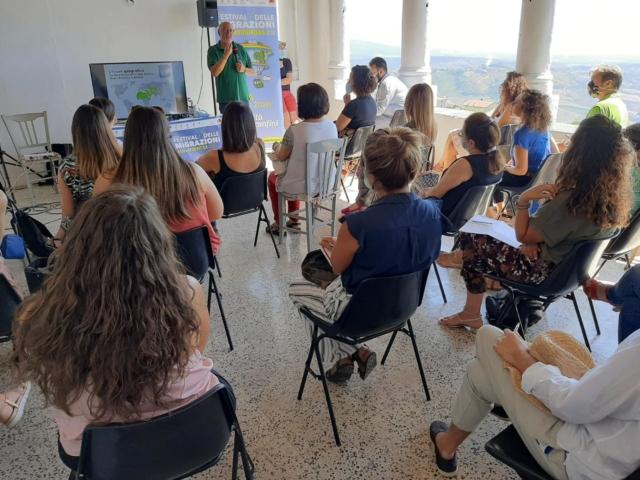 """Corso di formazione """"Identità transitorie: il viaggio psicologico e socio-culturale della persona in migrazione"""""""